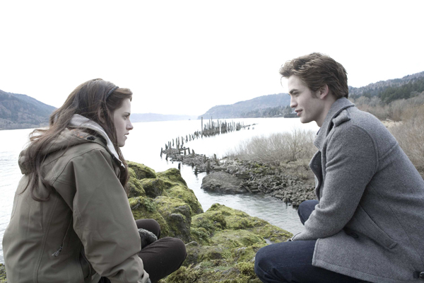 Kristen Steward and Robert Pattinson star in Twilight, the adaptation of Stephanie Meyer's bestselling book about romance, lust and some absurdly good-looking vampires.