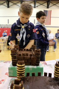 The scouts made cakes around a medieval theme. Photo by Misha Gelnarova
