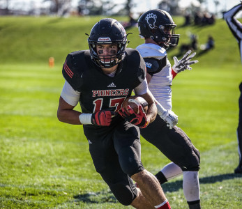 Running back Carson Dunn '18 in action on Senior versus Lake Forest College.   Photo by Minh Tran
