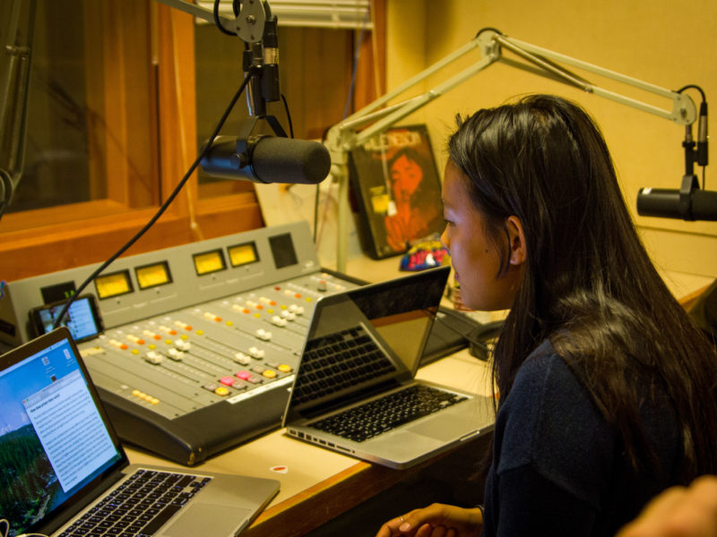 """Ceci Bergman '19 recites poetry and jokes on """"The Mom Cave Show,"""" a show hosted by Steven Duong '19 that's on its second year running. Photo by Hung Vuong."""