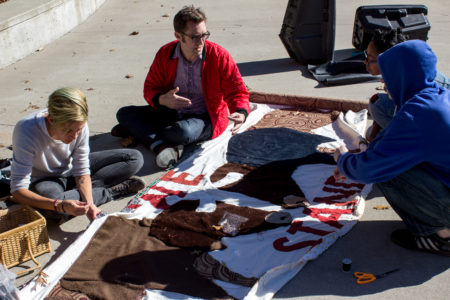 Students prepare a banner to bring to Standing Rock protesters. Photo by Helena Gruensteidl.