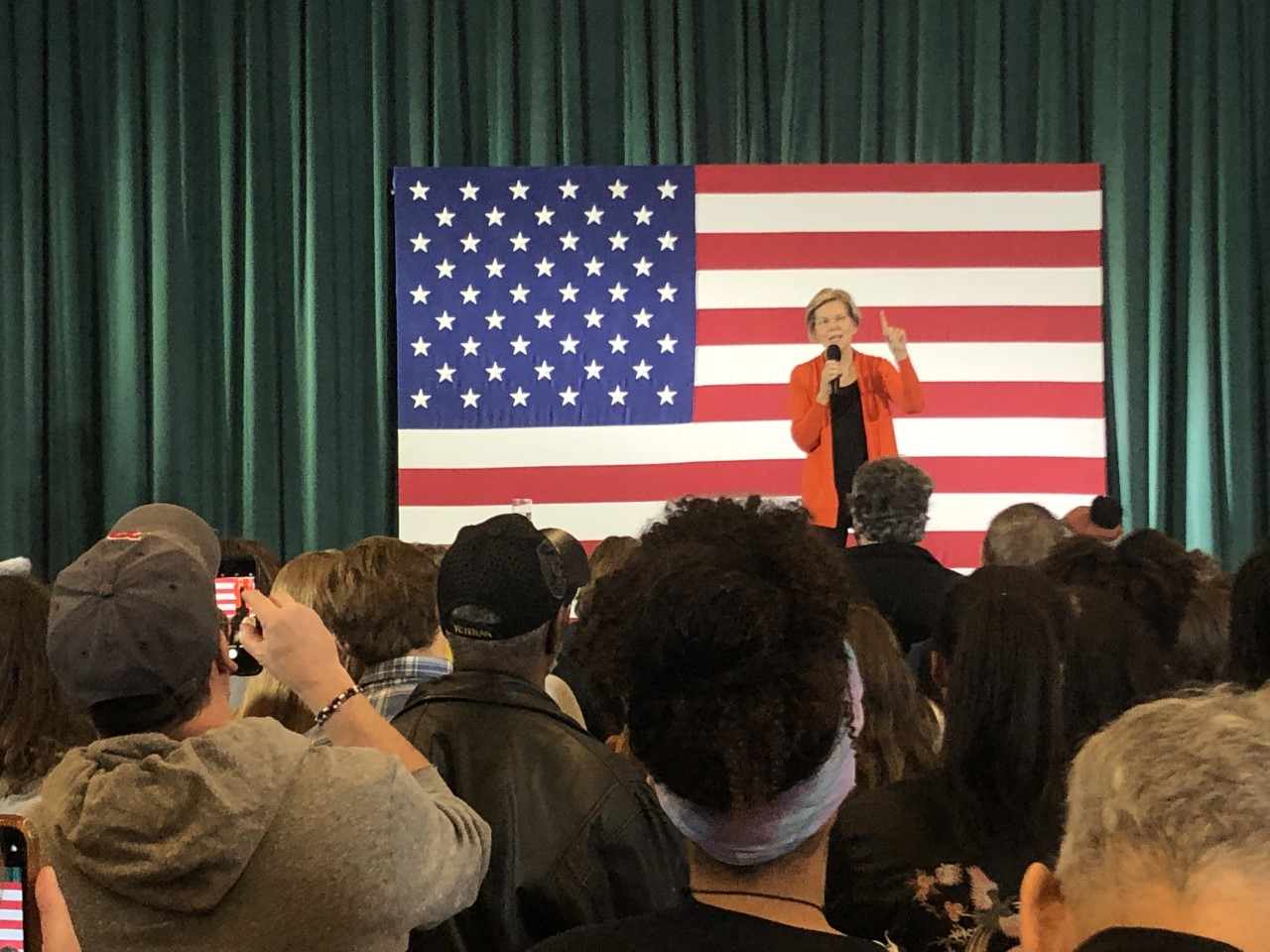 Elizabeth Warren holds town hall in Grinnell, talks health care and two-cent wealth tax
